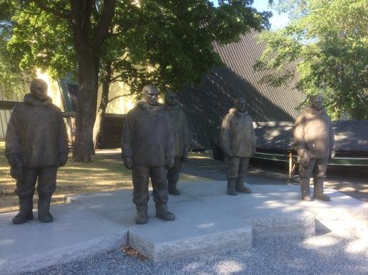 Amundsen Team Statues