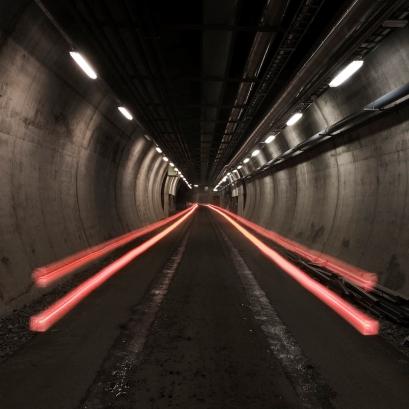 Tunnell, inngang til sikringsmagasinet i Rana *** Local Caption *** Bilde tatt i forbindelse med produksjonen av gaveboka I manns minne og magasinet NB21, høsten 2006. Fjell, magasin, sikring, Mofjellet